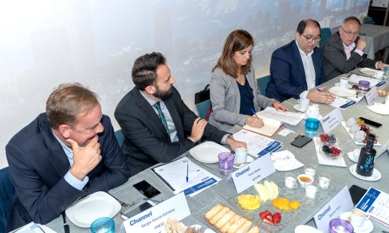 Integrantes de la mesa durante un momento del encuentro.