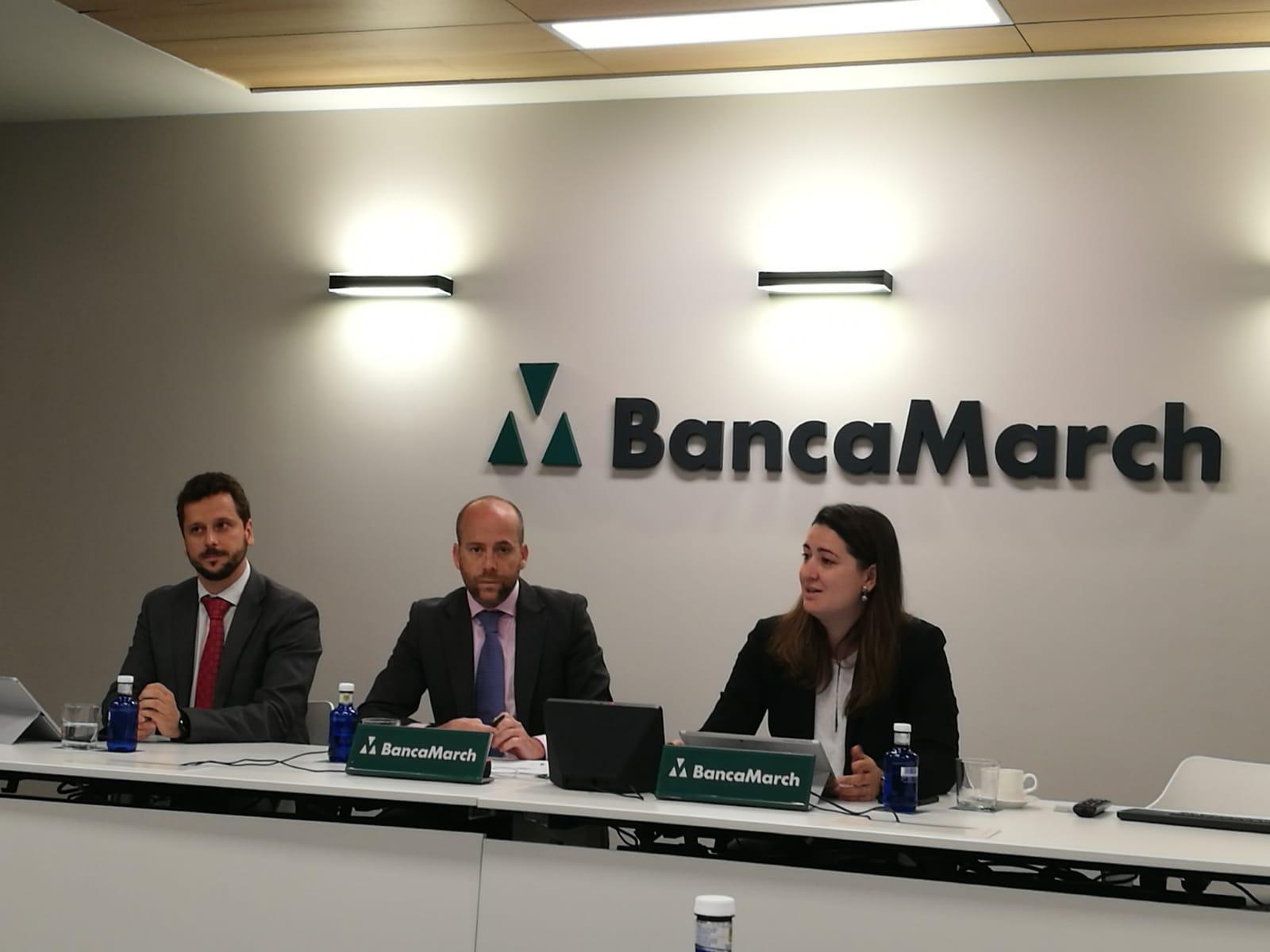 A la derecha, Andreea Niculcea, directora de Transformación Digital de Banca March.