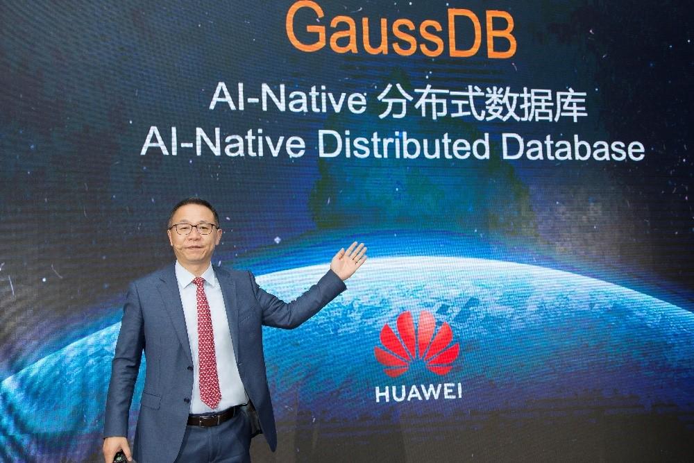 David Wang, director del Consejo Ejecutivo y presidente de Marketing y Estrategias TIC de Huawei, durante la presentación de GaussDB.