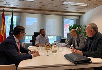 Aotec se reúne con Francisco Polo para tratar el futuro de las telco en España.