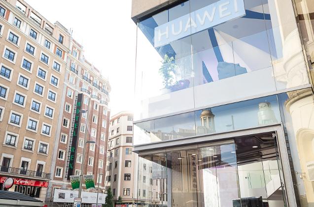 Tienda de Huawei en la Gran Vía de Madrid.