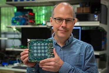 El sistema Pohoiki Beach de Intel facilita un procesamiento hasta 1.000 veces superior
