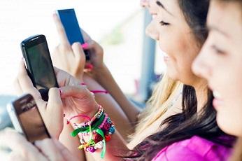 Aumenta la adicción al móvil en España.