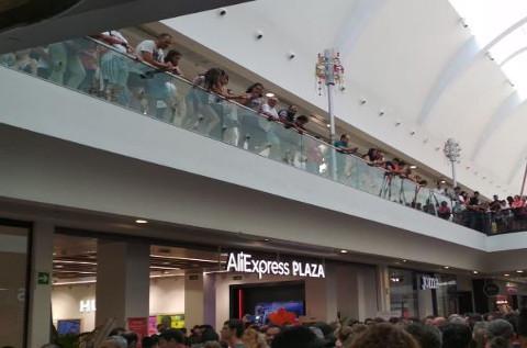 Tienda de AliExpress en Xanadú, el día de su inauguración.