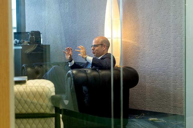 Luis Pardo, CEO de Sage, habla en las oficinas de la compañía.