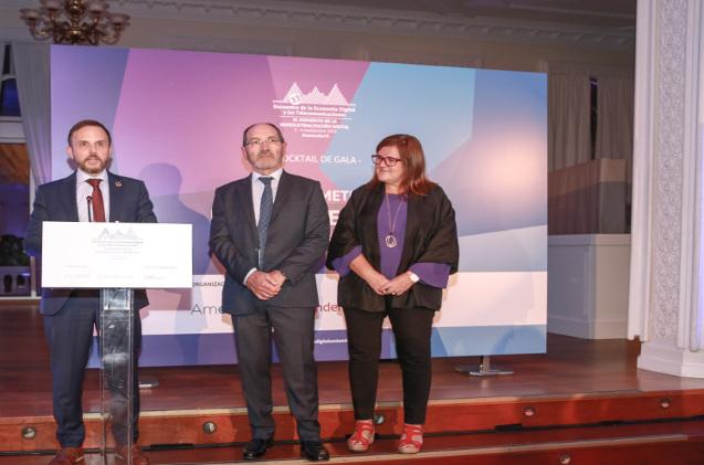 David Ortega, director de Relaciones Institucionales de HP; Pedro Mier, presidente de AMETIC, y Teresa Riesgo, directora general de Investigación, Desarrollo e Innovación del Ministerio de Ciencia, Innovación y Universidades.