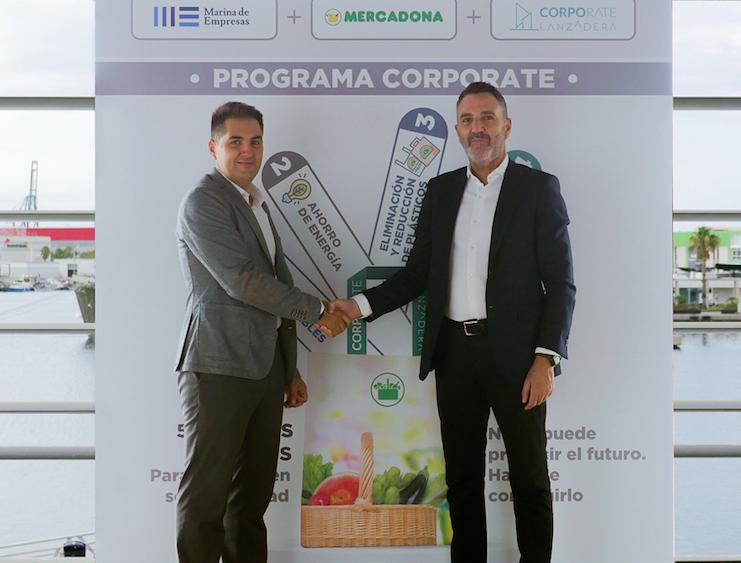 Javier Jiménez Marco, director general de Lanzadera, y Nichan Bakkalian, director de Organización de Mercadona, durante la firma del convenio del nuevo Programa Corporate