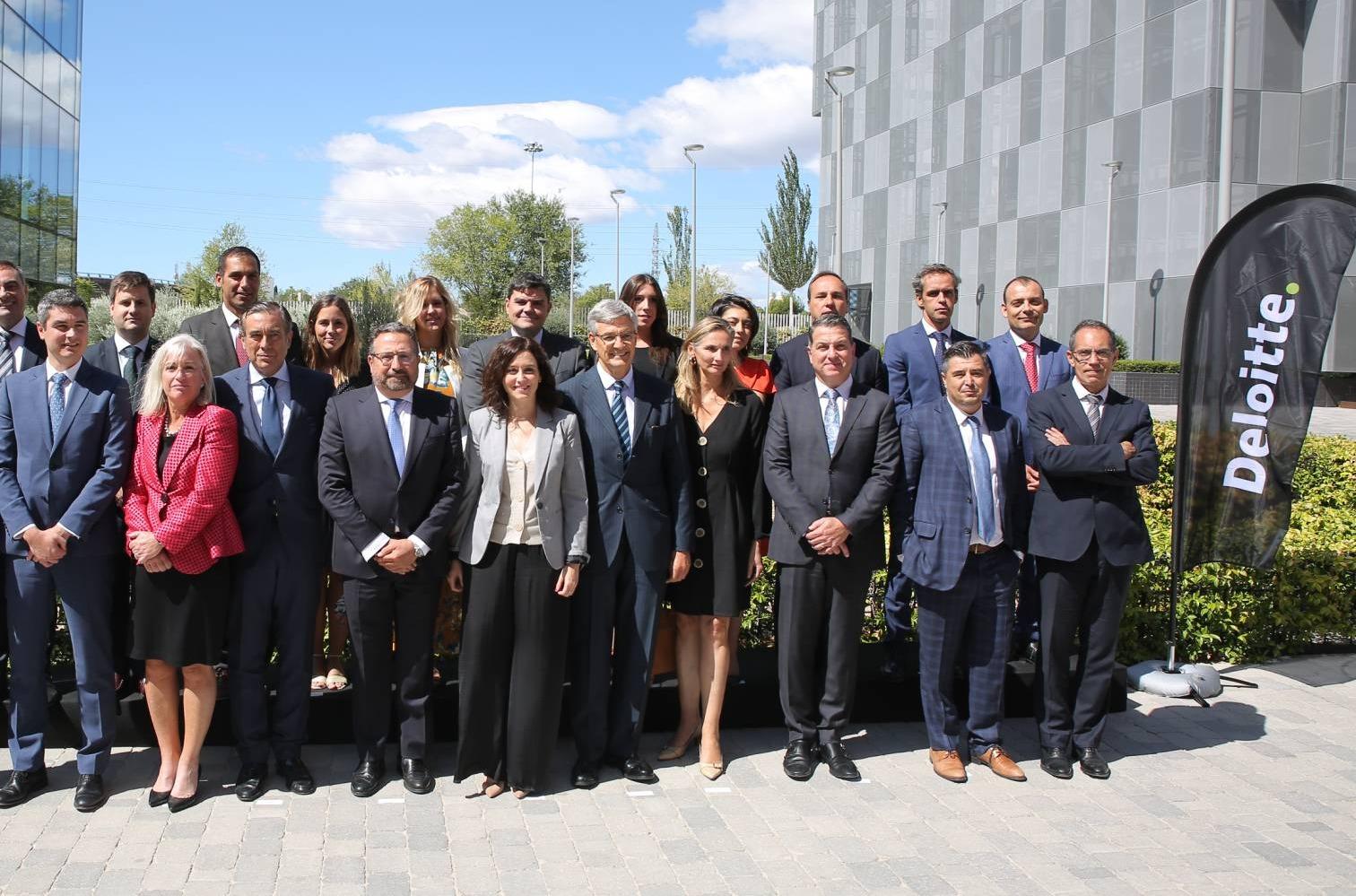 Responsables de Deloitte en la inaguración del SoC de Madrid.