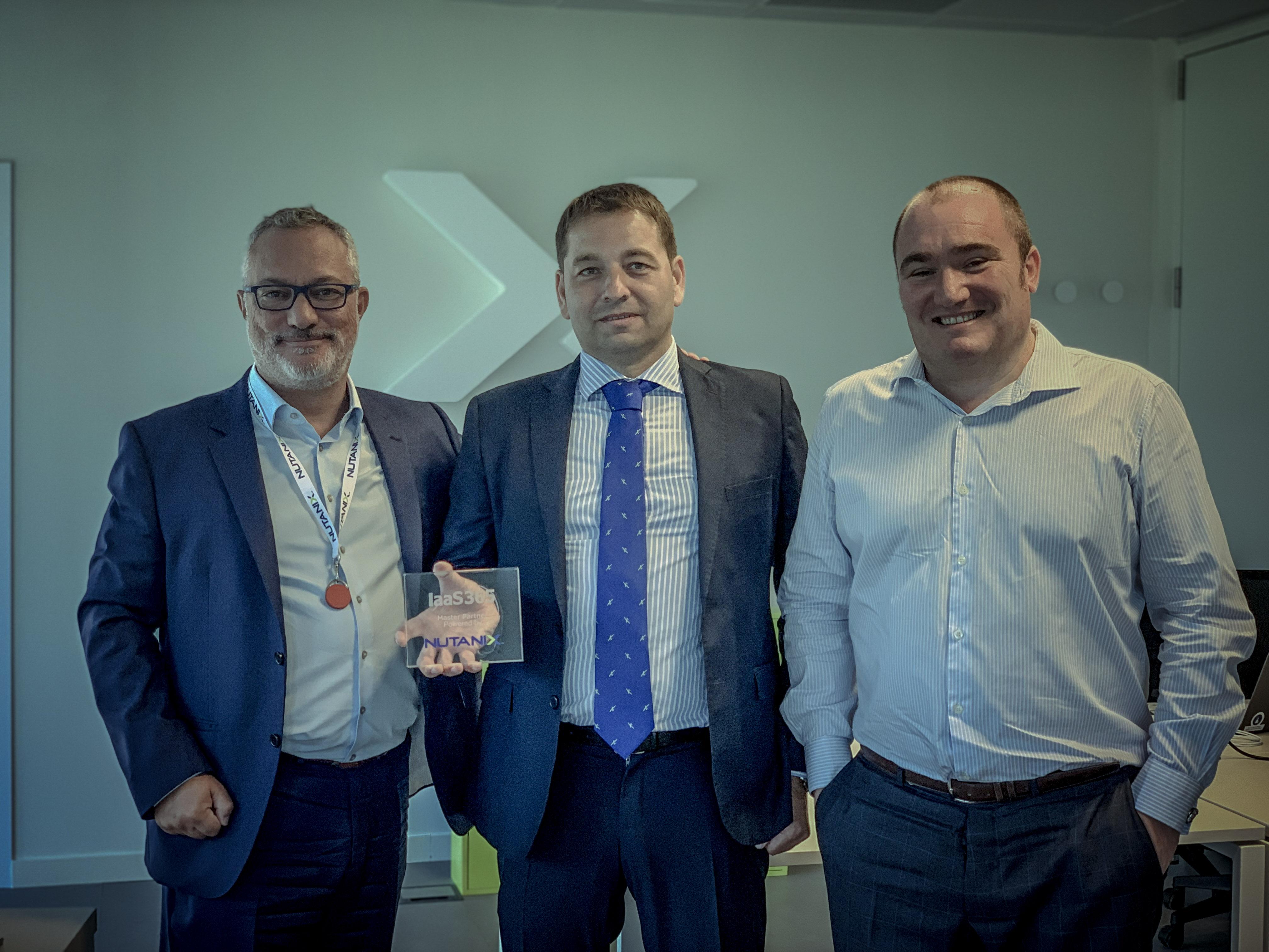 Roberto Sebastián, CEO de Nutanix (en medio), y Iván Menéndez, Country Manager Nutanix España y Portugal (a la derecha).