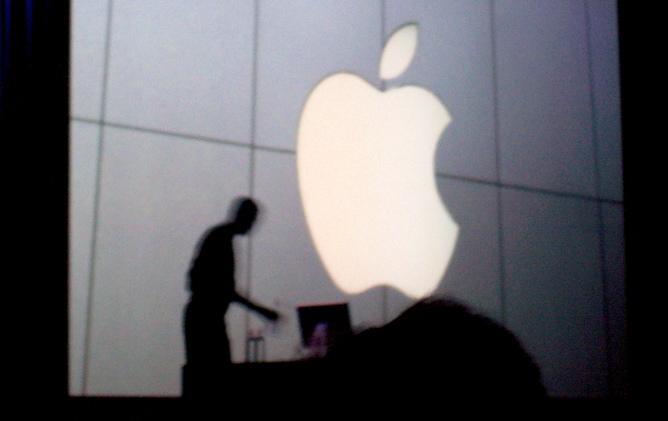 Logo de Apple en una tienda de la compañía.