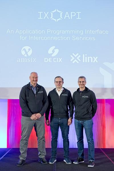 Henk Steenman, CTO AMS-IX; Thomas King, CTO DE-CIX; y Richard Petrie, CTO LINX.