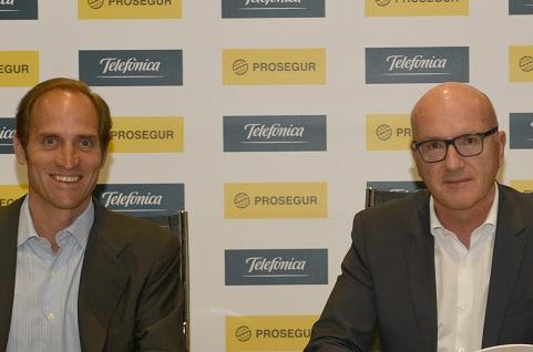 Telefónica compra el 50% del negocio de alarmas de Prosegur en España.