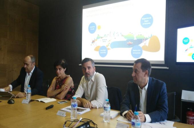 Enrique Fernández Puertas, director de Digitalización y Arquitectura de Repsol; Gloria Macías-Lizaso, Directora de Grandes Empresas de Microsoft; Valero Marín, CIO y CDO de Repsol; y Fernando Duro, Director de Servicios TI de Repsol.