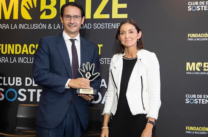 José Luis Manzanares, CEO de Ayesa, junto a Reyes Maroto, Ministra de Industria