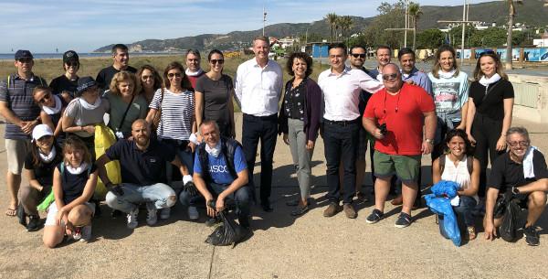 Mark Patterson y Andreu Vilamitjana (en el centro), junto a otros voluntarios de Cisco y de sus partners
