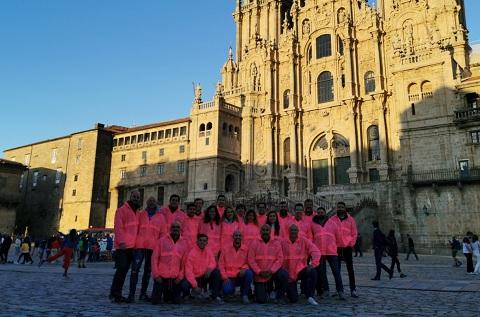 Los profesionales de la compañía Enimbos en su llegada a Santiago de Compostela para ayudar a la fundación CurArte