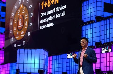 Guo Ping, presidente rotativo de Huawei, durante su discurso en la conferencia inaugural de Web Summit 2019.