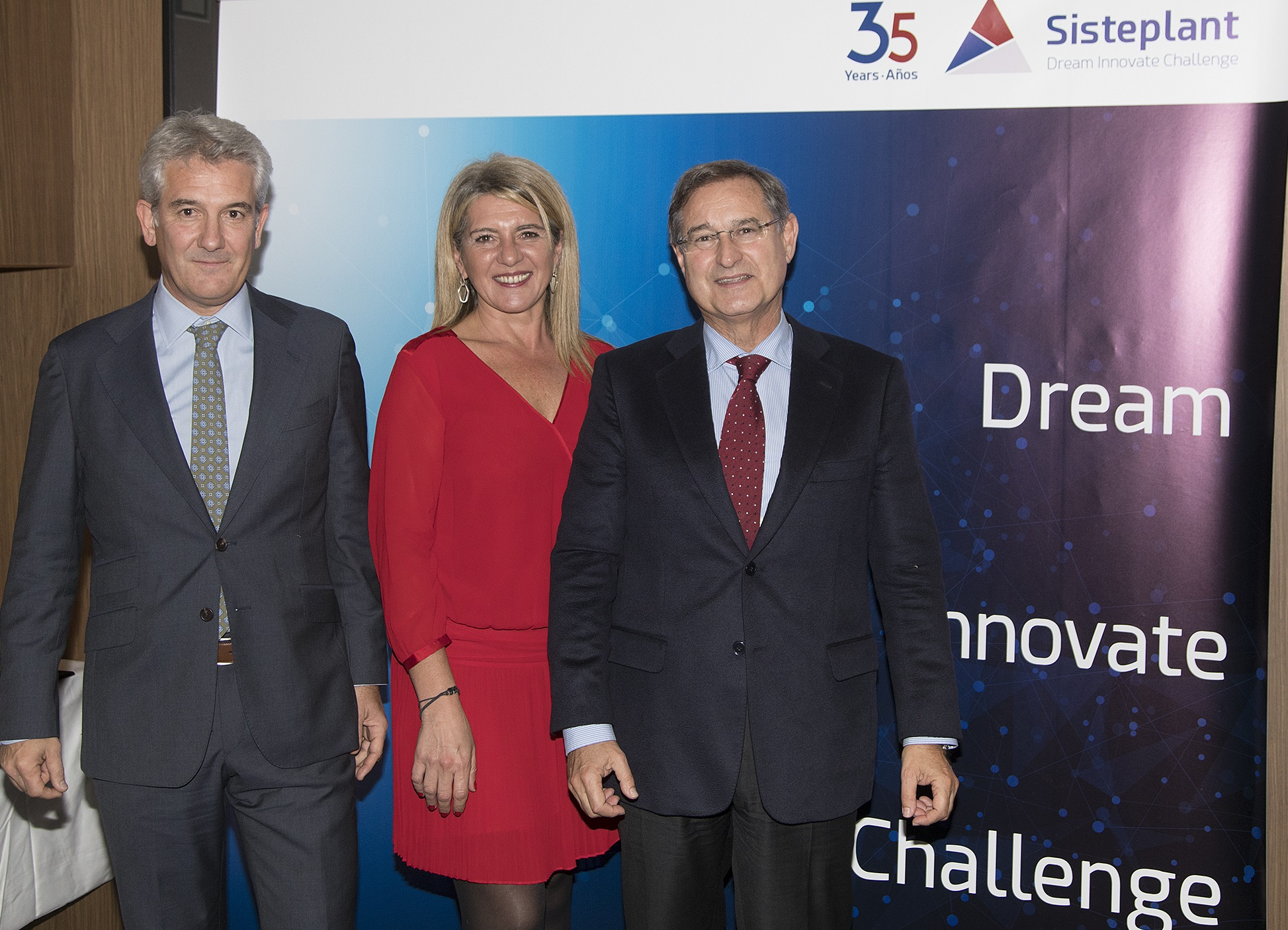 Alfonso Ganzabal, Director General; Ana Santiago, CEO; y José Mª Borda, Vicepresidente de Sisteplant.