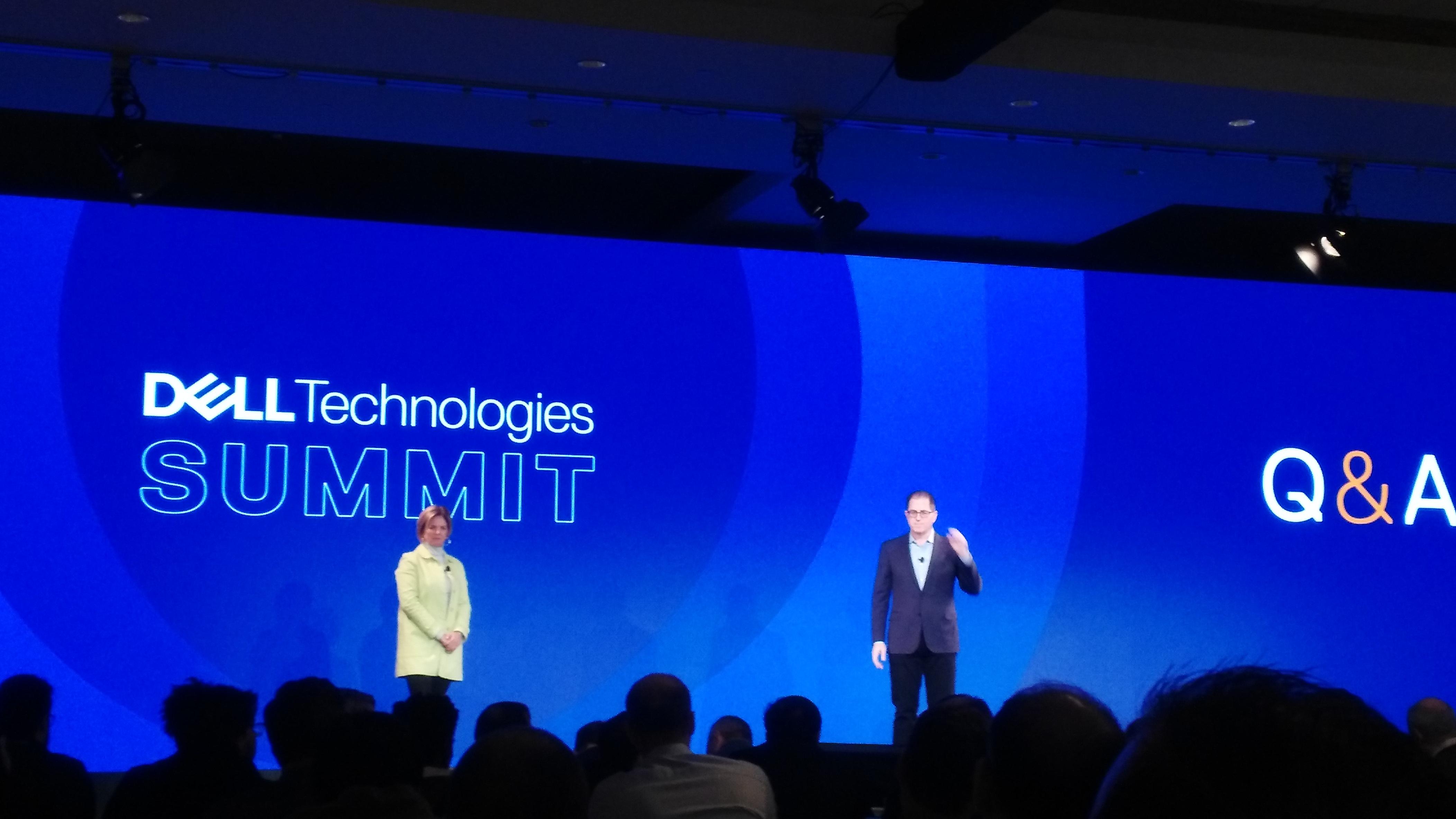 Jennifer Felch, Chief Digital Officer, y Michael Dell, CEO y Presidente de Dell Technologies.