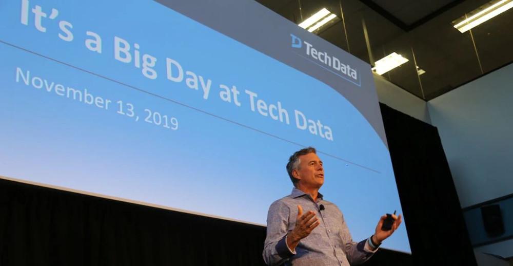 Rich Hume, CEO de Tech Data, el día del anuncio de la compra de Apollo.