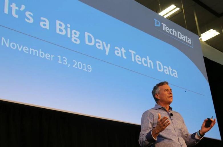 Rich Hume, CEO de Tech Data, habla de la compra a sus empleados.
