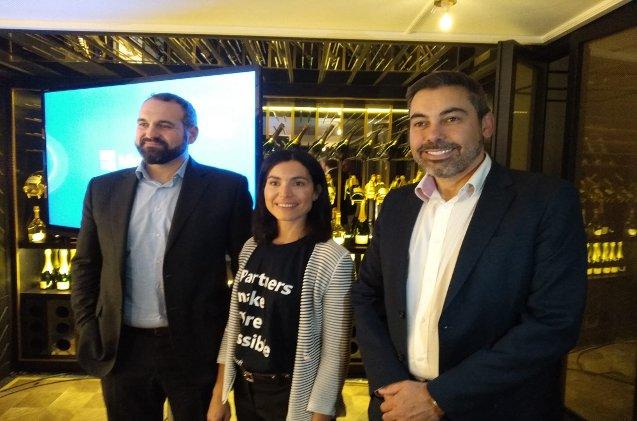 Santiago Oller, Carolina Castillo y Enrique Ruiz de Microsoft