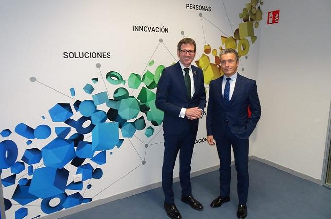 El alcalde de Vitoria-Gasteiz, Gorka Urtaran, junto al director general y consejero delegado de Ibermática, Juan Ignacio Sanz