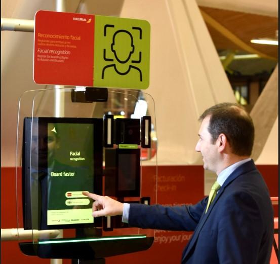 Sistema de identificación biométrica de everis en el aeropuerto Adolfo Suárez Madrid-Barajas.