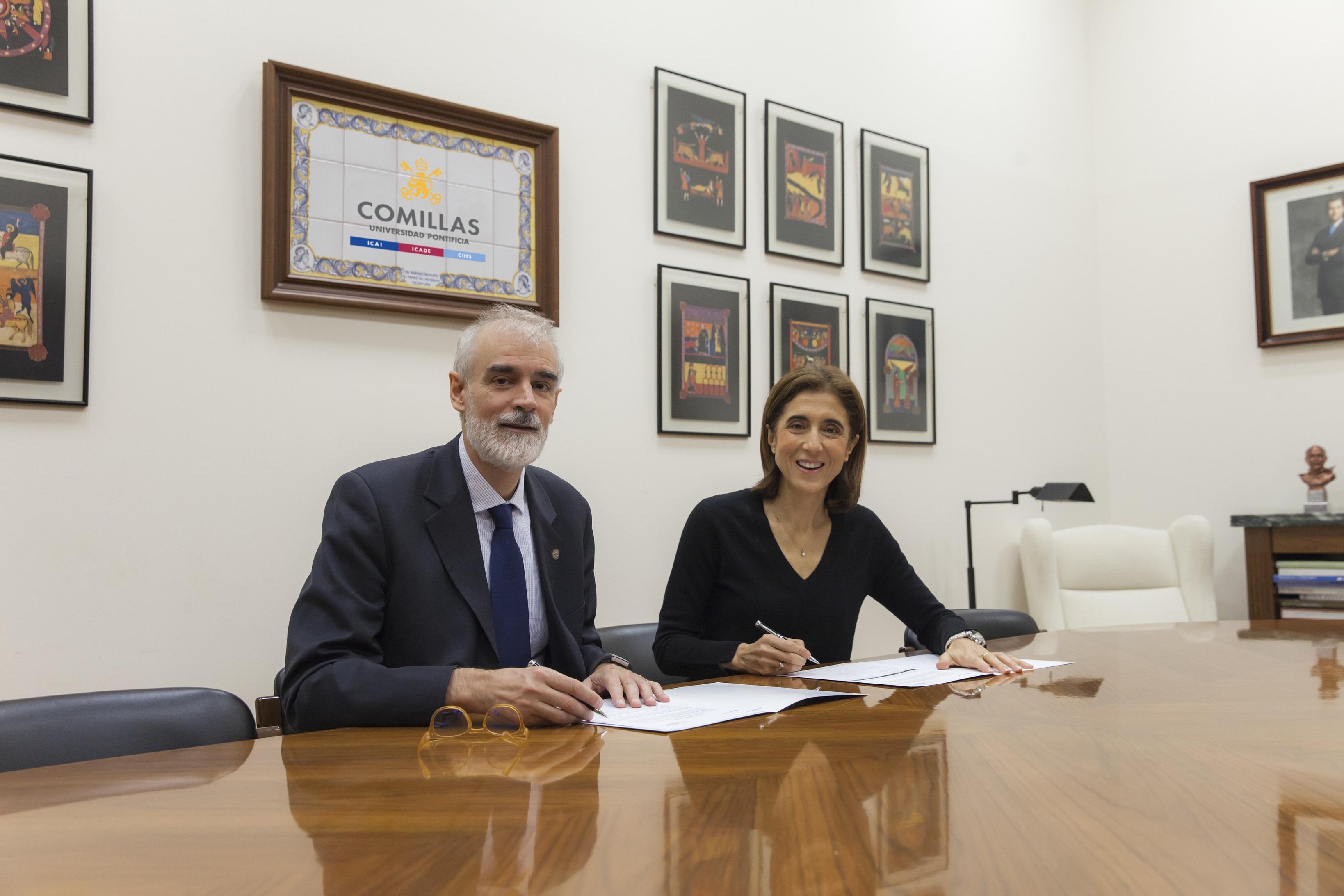 Julio L. Martínez, rector de la Universidad Pontificia Comillas, y Pilar López, presidenta de Microsoft España.