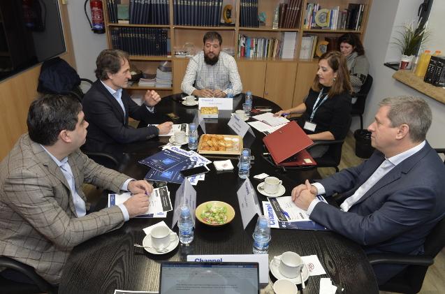 Desayuno con mayoristas nacionales.