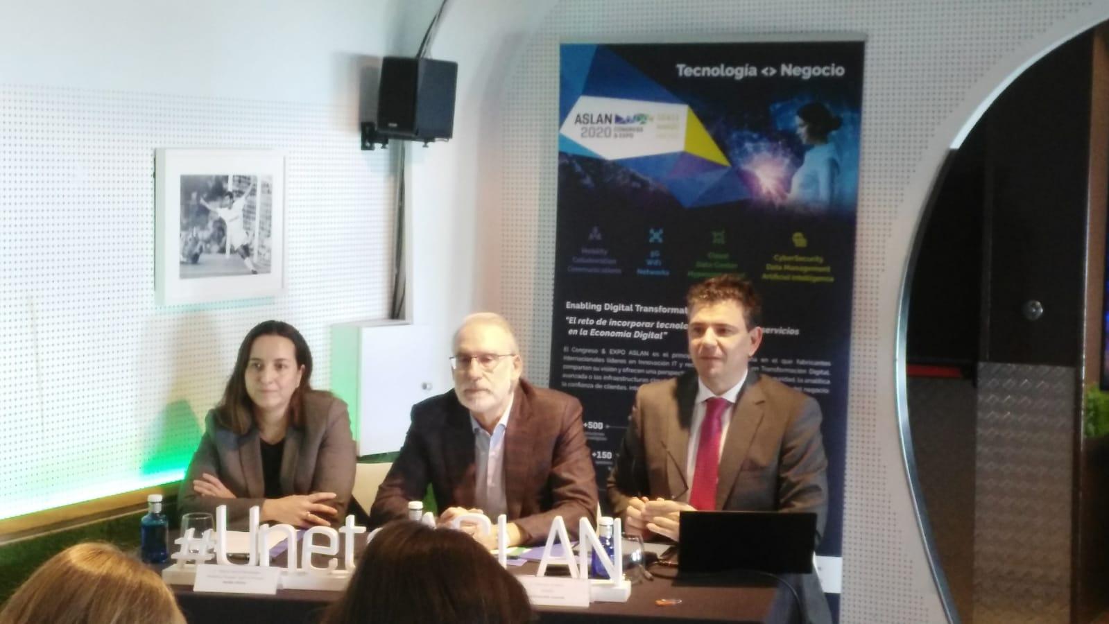 Mónica García Manzanares, vocal de la Junta Directiva; Ricardo Maté, Presidente, y Francisco Verderas, Director de asLAN.