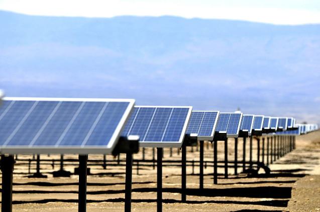 Placas solares de Prodiel en el desierto.