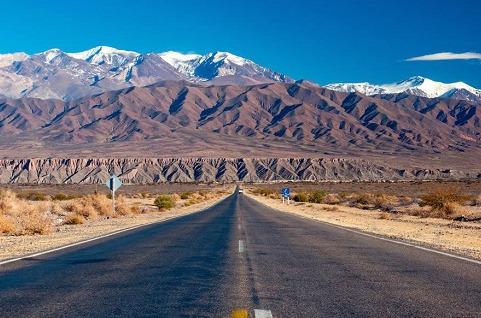 Hispasat llevará 3G y 4G a 250 comunidades rurales en Argentina.