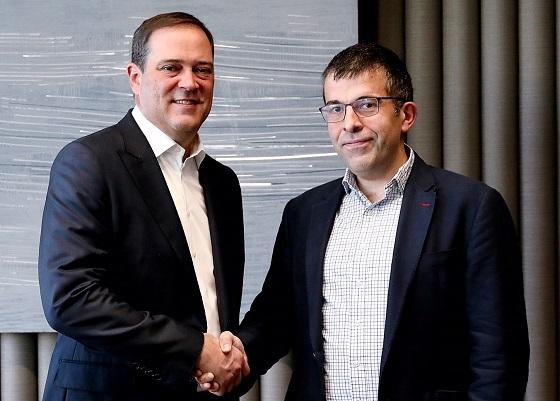 Chuck Robbins, presidente y CEO de Cisco, e Iñaki Bernal, director de Tecnología de BBVA.