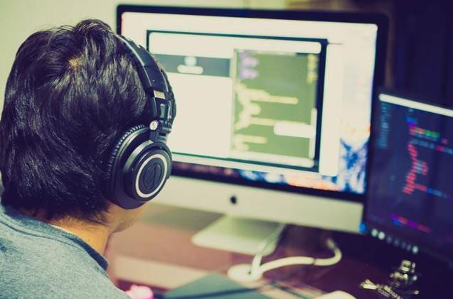 Un desarrollador de videojuegos.