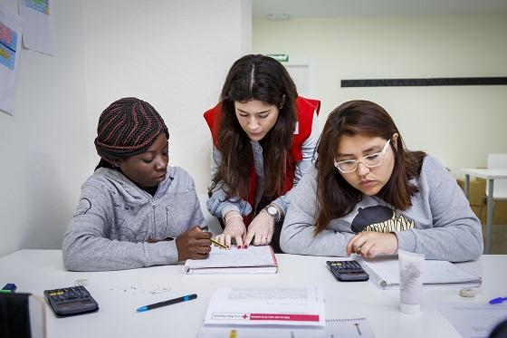 Vodafone conecta gratis a 8.500 familias para continuar con los estudios.