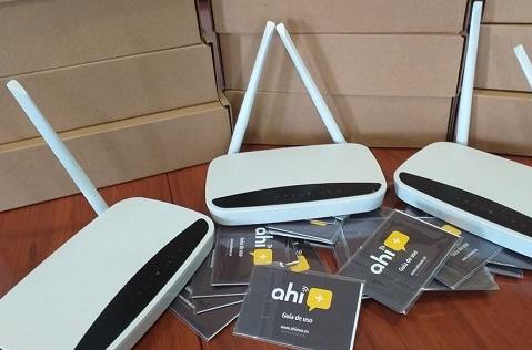 Routers y tarjetas móviles Ahí+ para los alumnos de Vejer.