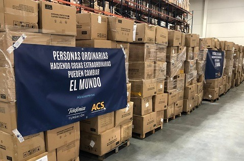 """ACS y Telefónica traen más de 200.000 """"buzos"""" para el personal sanitario."""