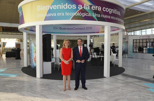 Marta Martínez, presidenta de IBM España, Portugal, Grecia e Israel y Gonzalo Gortázar, CEO de CaixaBank.