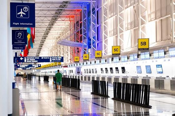 El aeropuerto de París moderniza los mostradores de check-in Patton.