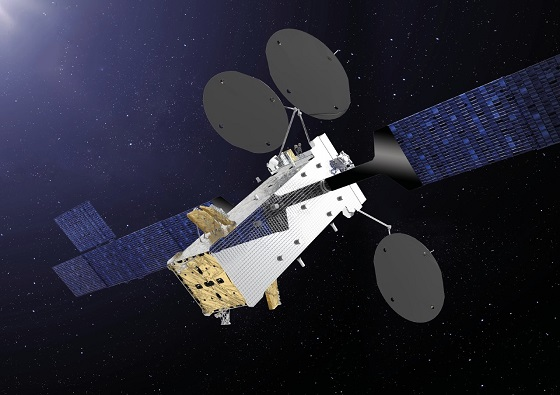 El satélite de telecomunicaciones SATRIA inicia su actividad.