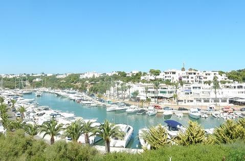 Marina de Cala Dor, Mallorca, sede de Sea Teach Trading.