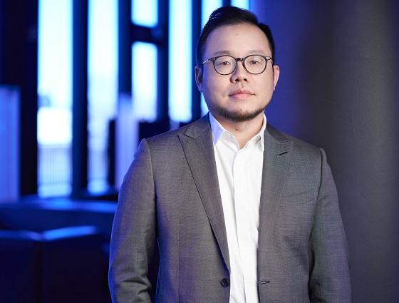 Denny Deng, vicepresidente de vivo y presidente de Negocios en Europa.