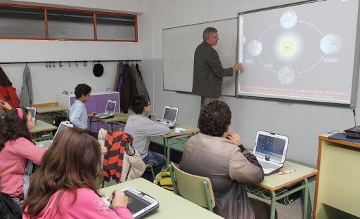 Red.es acepta la compra de más de 14.500 ordenadores con conectividad para Galicia.