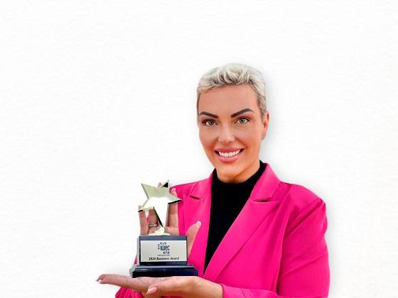 Meritxell Bautista, cofundadora de Fibracat, recibe el premio de la IWEC
