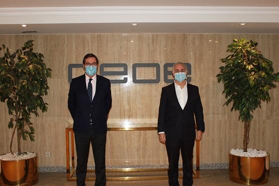Firma del acuerdo de adhesión de Vodafone España a la CEOE.