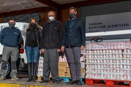 Aire Networks dona una tonelada de conservas al Banco de Alimentos de Alicante.