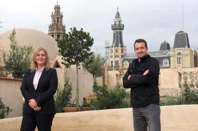 Montserrat Peidro-Insa, Directora General de ALSO Cloud España, y Miquel Martí, CEO de Barcelona Tech City, en la terraza del Pier03.