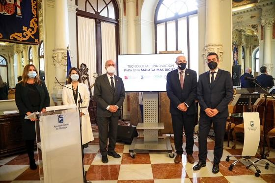 Firma del acuerdo entre Mobile World Capital Barcelona (MWCapital) y el Ayuntamiento de Málaga.