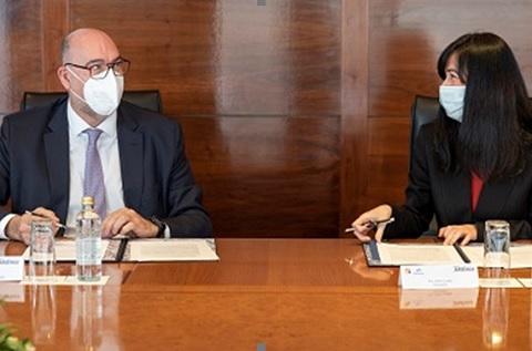 Emilio Gayo, presidente de Telefónica España, y Belén Gualda, presidenta de Navantia
